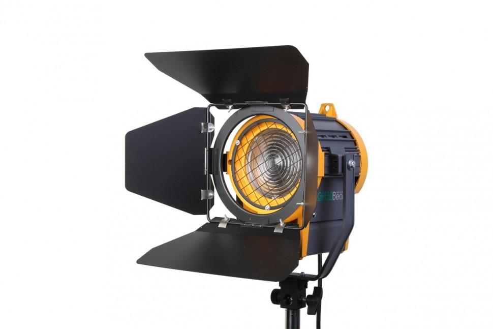 Осветитель GreenBean Fresnel 650