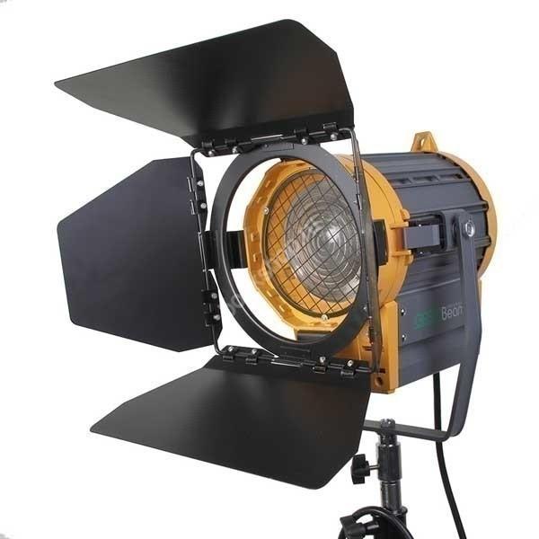 Осветитель галогеновый Fresnel 1000 с линзой Френеля