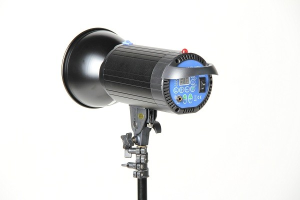 Импульсный свет FST F-400 вспышка студийная с рефлектором