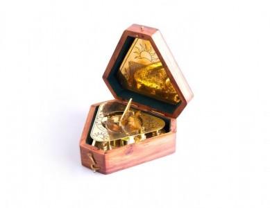 Часы солнечные в деревянной коробке, сувенирные